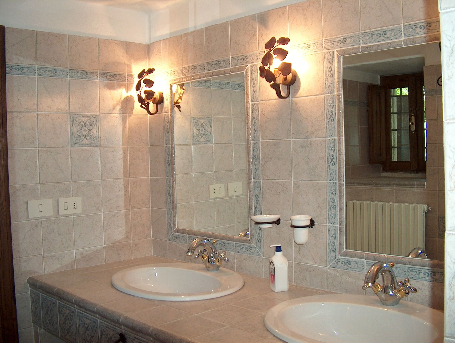 Villa Sant'Agnese, first bathroom